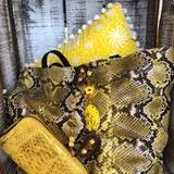 #parisshopping #rueducommerceparis #pythonbagsparis #fashionstyle #yellowbags#pieceunique #paris15